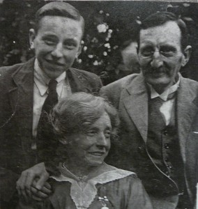 Edward and Minnie Grogan, with Leonard, around 1920's